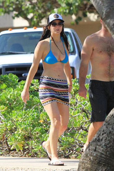 Jennifer Lawrence Flaunts Bikini Body in Hawaii For Thanksgiving!