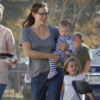 Jennifer Garner Brings Samuel and Seraphina on Set