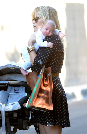 Reese Witherspoon let us have a peek at her gorgeous baby son Tennessee as they strolled around LA together on November 21.