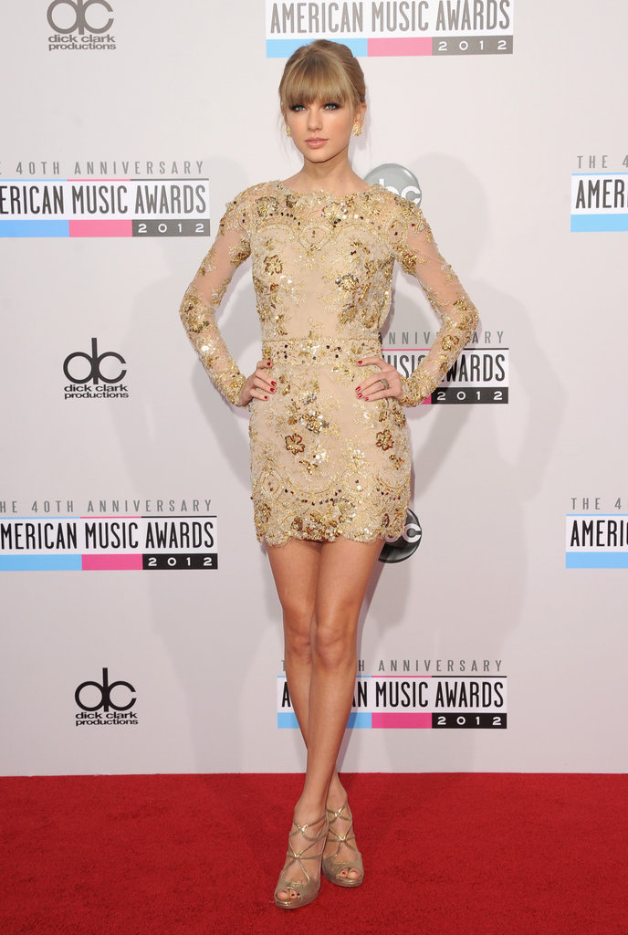 Taylor Swift was looking pretty and polished as she arrived at the American Music Awards on November 19.