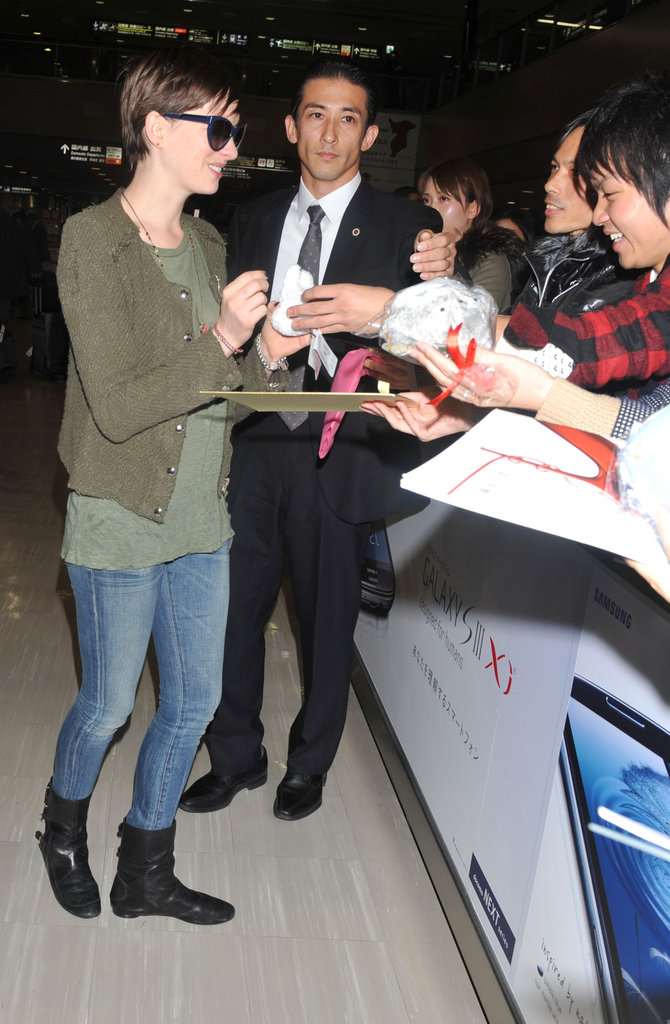Anne Hathaway signed autographs.