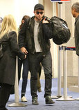 Robert Pattinson held onto his luggage.