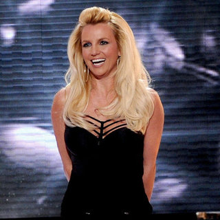 "Britney Spears Debuts ""Scream and Shout"" 