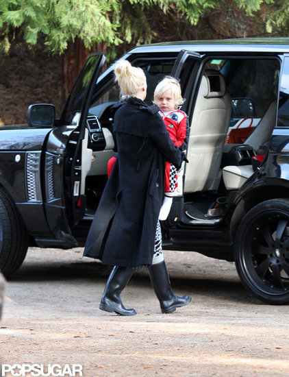 Gwen Stefani took Zuma out for a walk in LA.