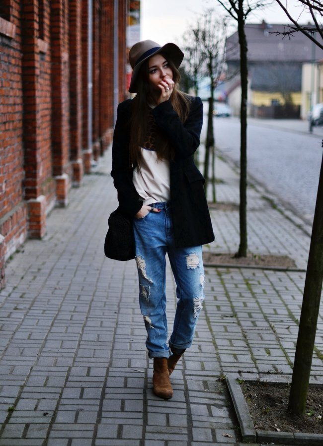 Dressed down doesn't have to mean boring — incite interest with distressed denim and a floppy fedora.  Source: Lookbook.nu
