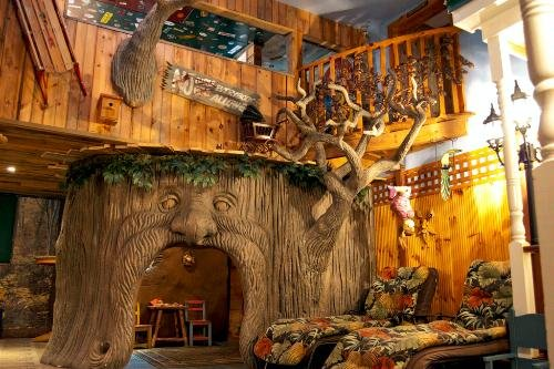 Treehouse Suite at Adventure Suites — North Conway, NH