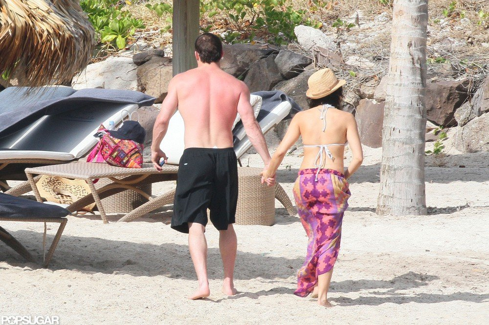 Channing Tatum and Jenna Dewan held hands.