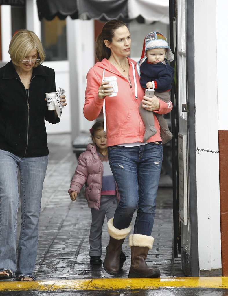 Jennifer Garner left after breakfast with her mother-in-law and kids.