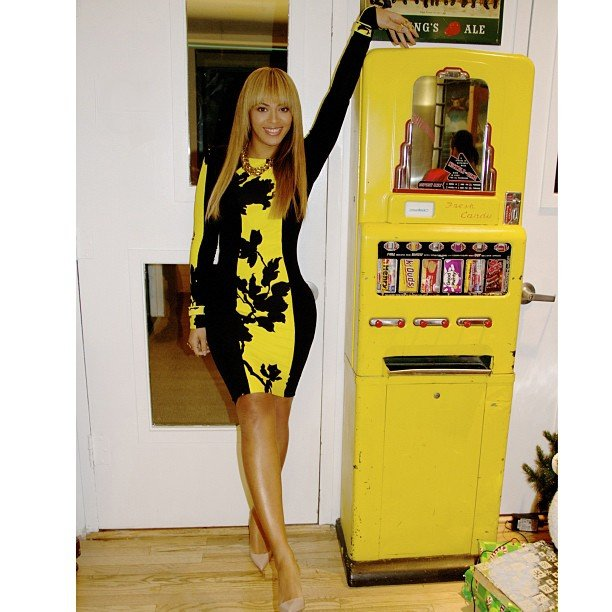Beyoncé Knowles posed next to an old-fashioned vending machine. Source: Instagram user baddiebey
