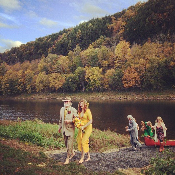 There was absolutely nothing traditional about Amber Tamblyn and David Cross's 2012 wedding — she arrived in a canoe! — but that doesn't mean it wasn't absolutely stunning. Because it was. As for her dress, she chose a standout marigold number that proved lacy, formfitting, and vintage-inspired.