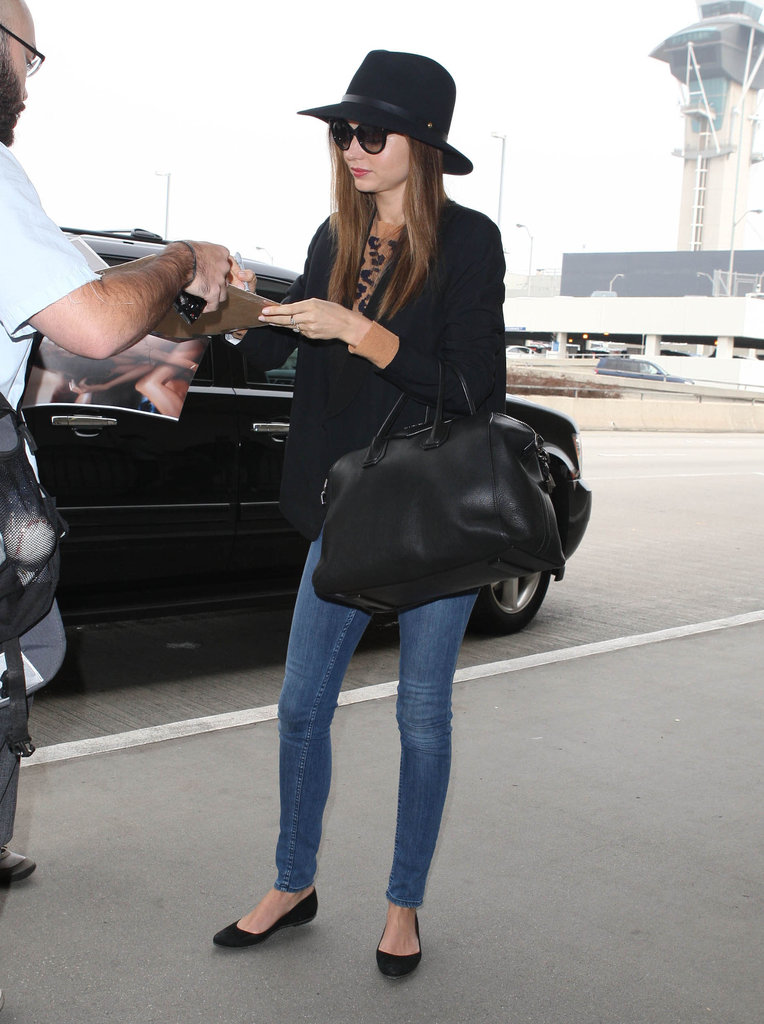 Miranda Kerr stopped to sign an autograph.