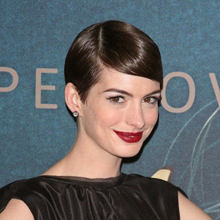 How to Get Anne Hathaway's Red Chanel Lipstick Look