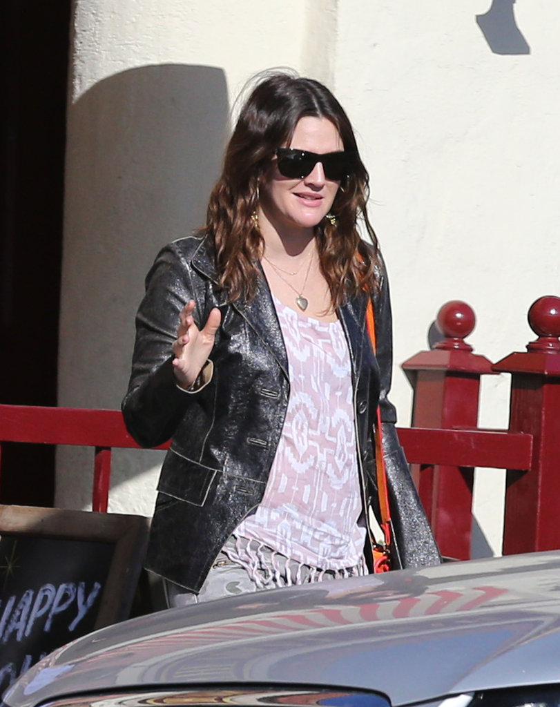 Drew Barrymore walked to her car after having lunch with a friend.