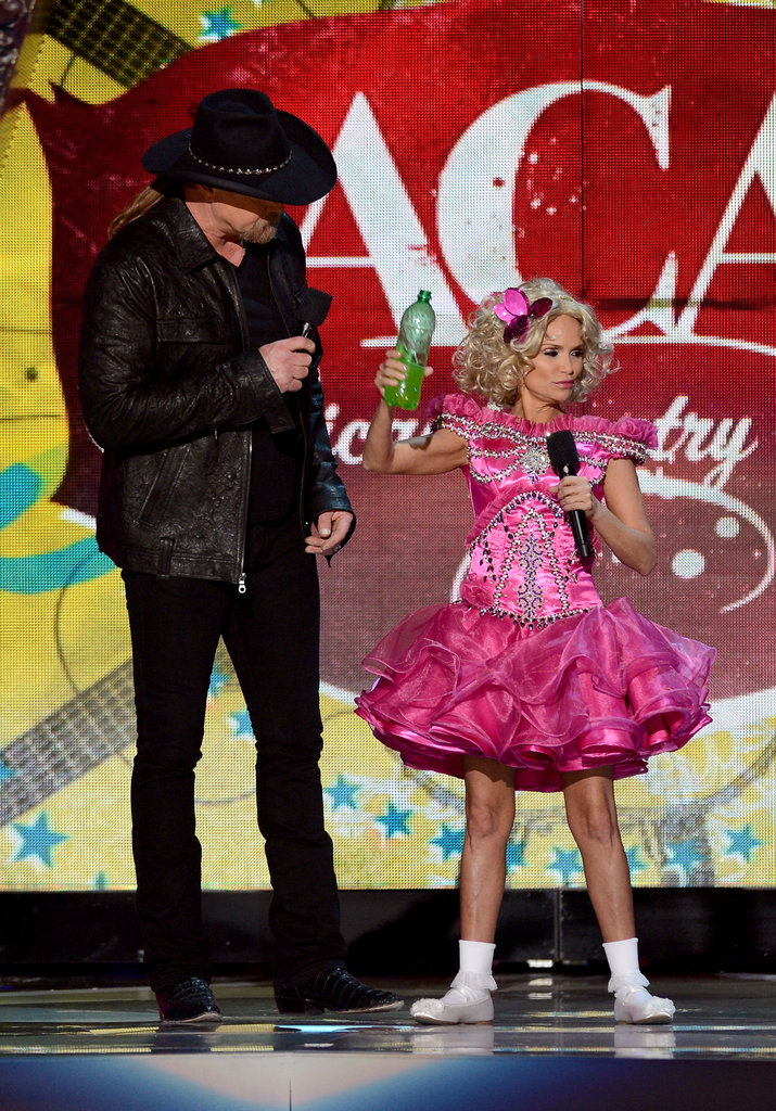 Kristin Chenoweth and Trace Adkins poked fun of Honey Boo Boo while hosting.