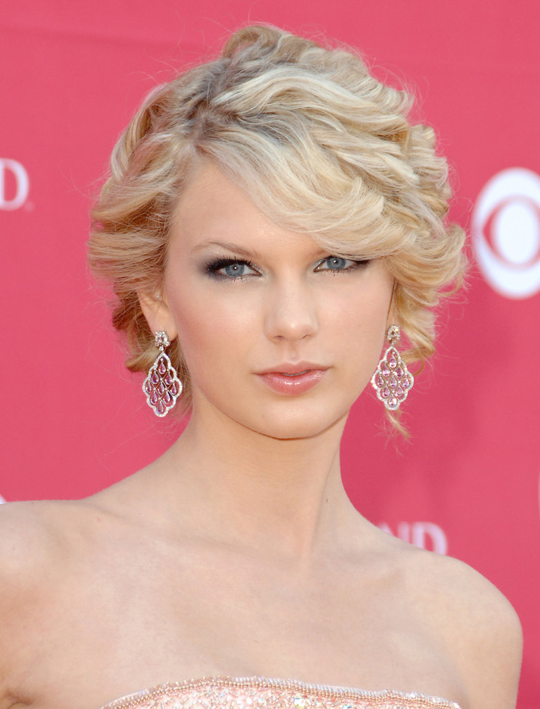 Clearly one for a little romance, Taylor swept her soft curls into a romantic updo at the 2007 Academy of Country Music Awards. Blue eye makeup and a glossed pout lent an ethereal feel to her look.