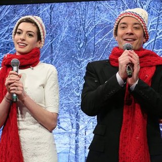 Anne Hathaway Sings Carols With Jimmy Fallon