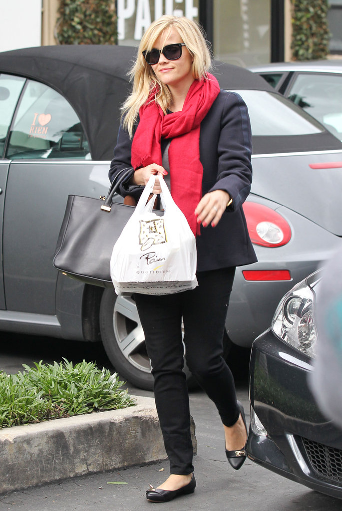 Reese Witherspoon picked up lunch at Le Pain Quotidien in LA.