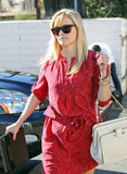 Reese Witherspoon cut through a parking lot to get to the restaurant.