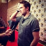 Robert Pattinson gave us his trademark hair-toss during this year's Comic-Con festival in San Diego.
