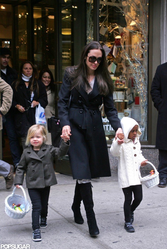In February 2009, Angelina Jolie held hands with daughters Shiloh and Zahara.
