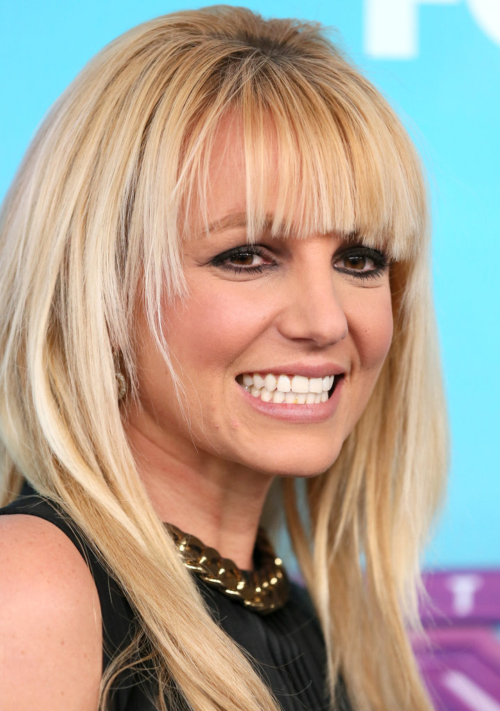 Britney Spears wore smoky eye makeup.