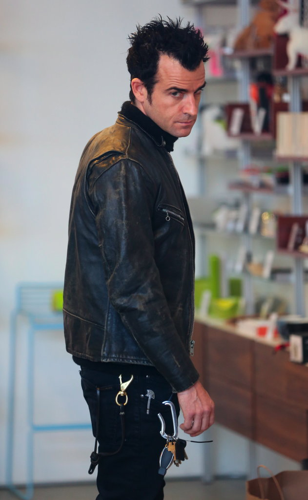 Justin Theroux shopped for gifts in LA.
