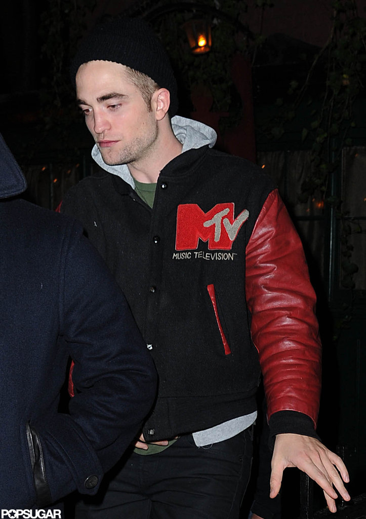 Robert Pattinson went to the Waverly Inn with friends.