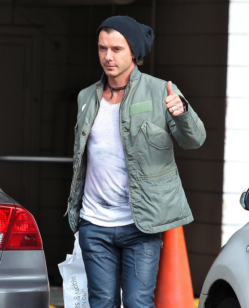 Gavin Rossdale gave a thumbs-up to photographers.