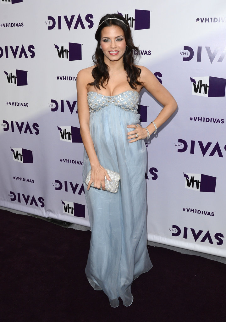 A pregnant Jenna Dewan-Tatum hit the red carpet in a Temperely London gown for VH1 Divas in LA.