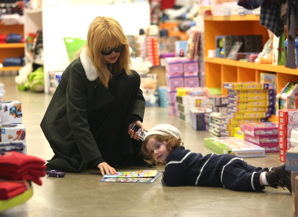Rachel Zoe Takes Skyler Along For Holiday Shopping