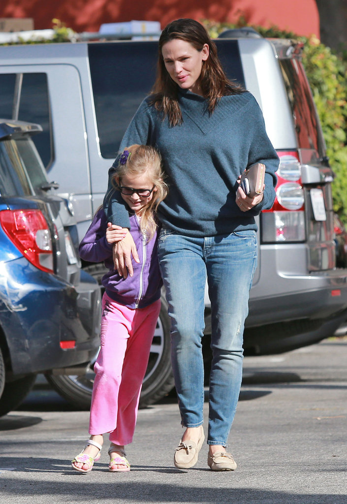 Jennifer Garner and Ben Affleck Fit in Last-Minute Shopping With Their Girls