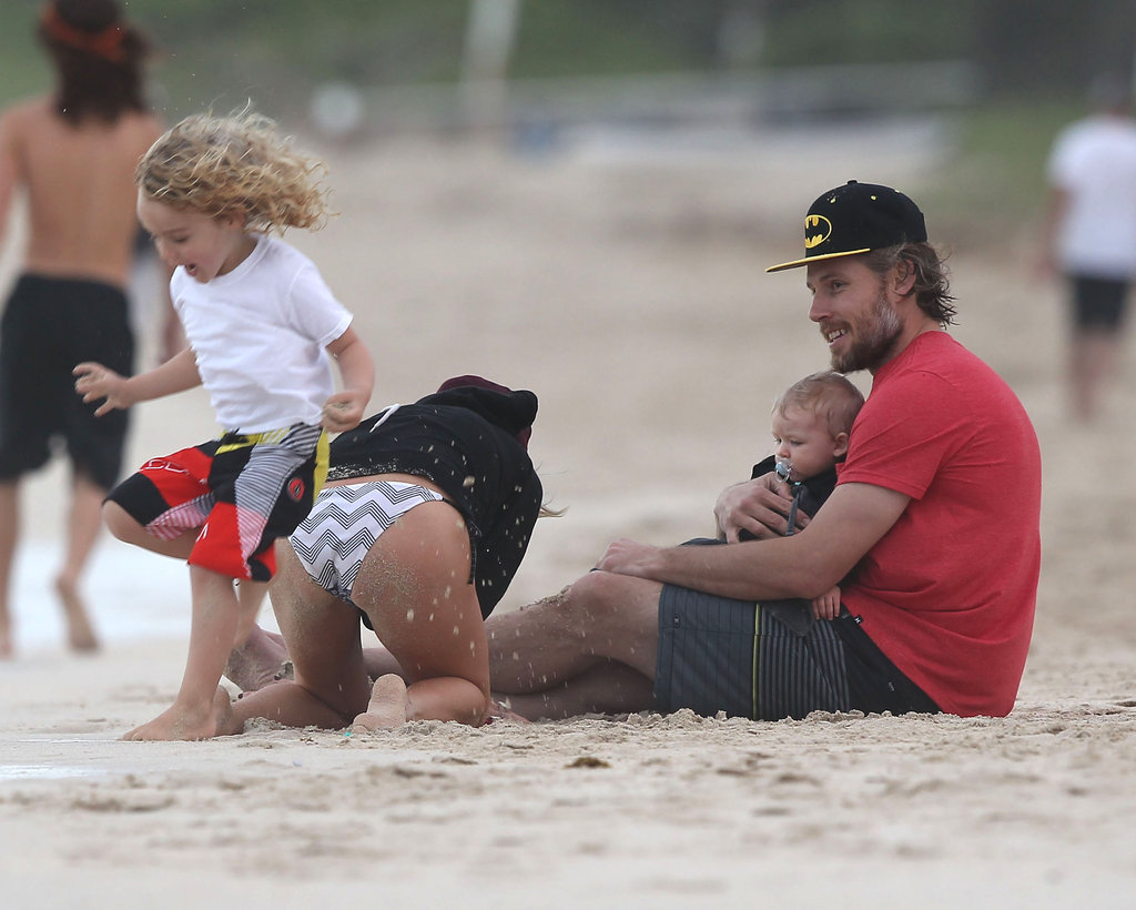 Eric Johnson and Maxwell Johnson watched as Ashlee Simpson played with her son, Bronx Wentz.