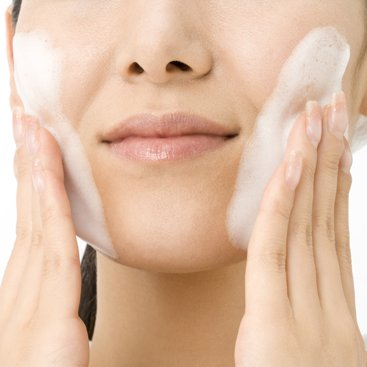 What's the Difference Between Face Wipes and Face Wash?