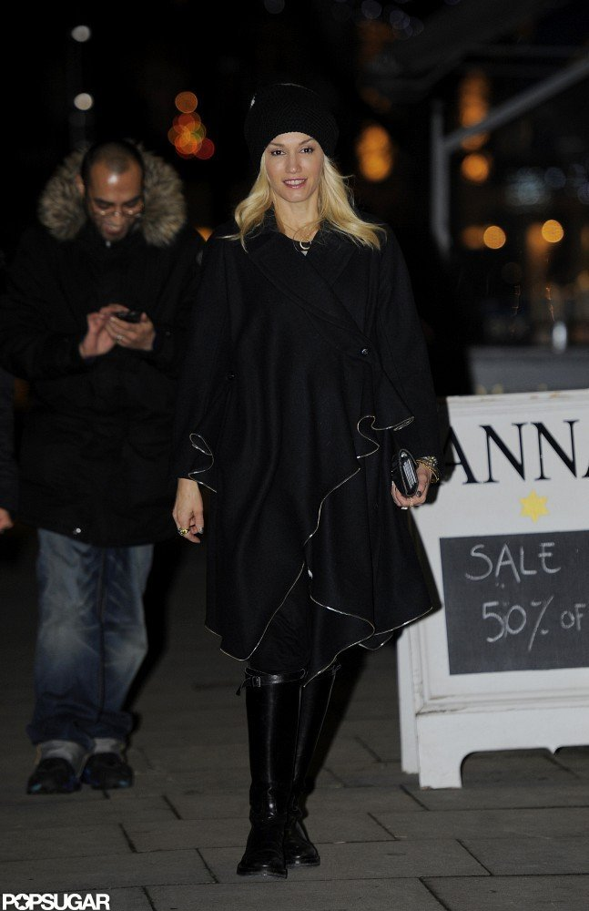 Gwen Stefani took an evening stroll in London.