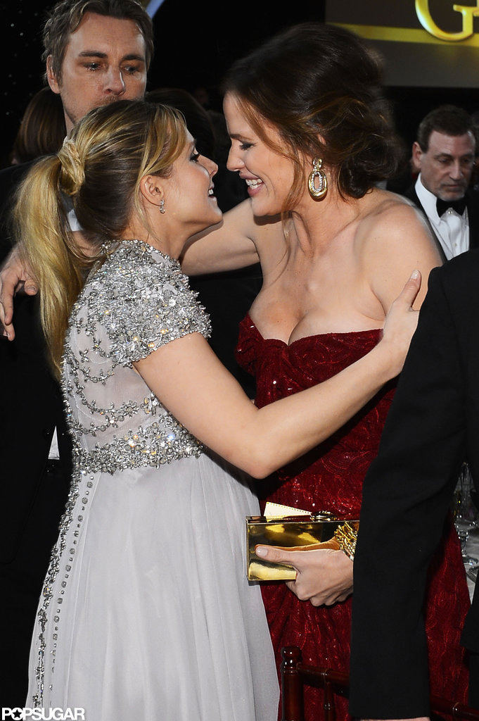 Kristen Bell and Jennifer Garner hugged at the Golden Globes.