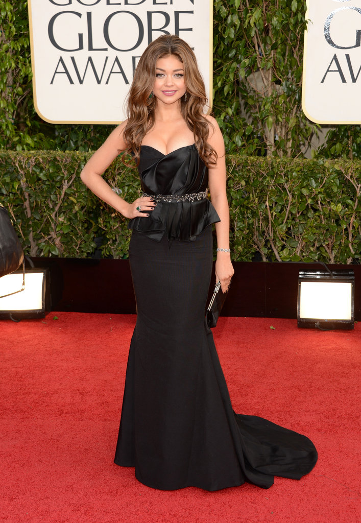 Sarah Hyland flaunted her gorgeous figure in strapless black Max Azria gown.