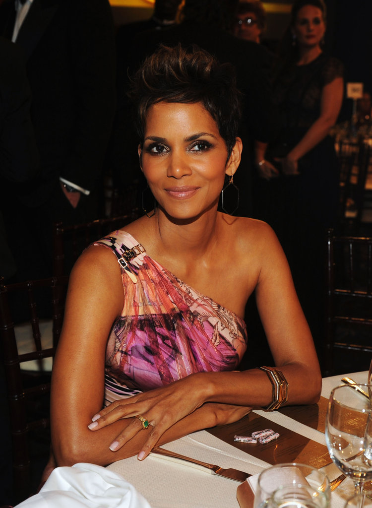 Halle Berry smiled during the 2013 Golden Globes.