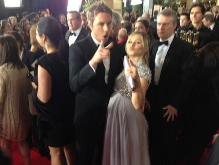 Expectant parents Dax Shepard and Kristen Bell gave a little love to the camera.  Source: Twitter user MichaelAusiello