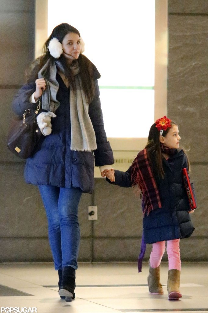 Katie Holmes walked around NYC with Suri Cruise.