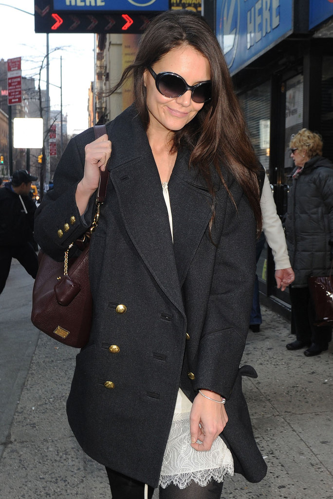 Katie Holmes walked to her Broadway play.