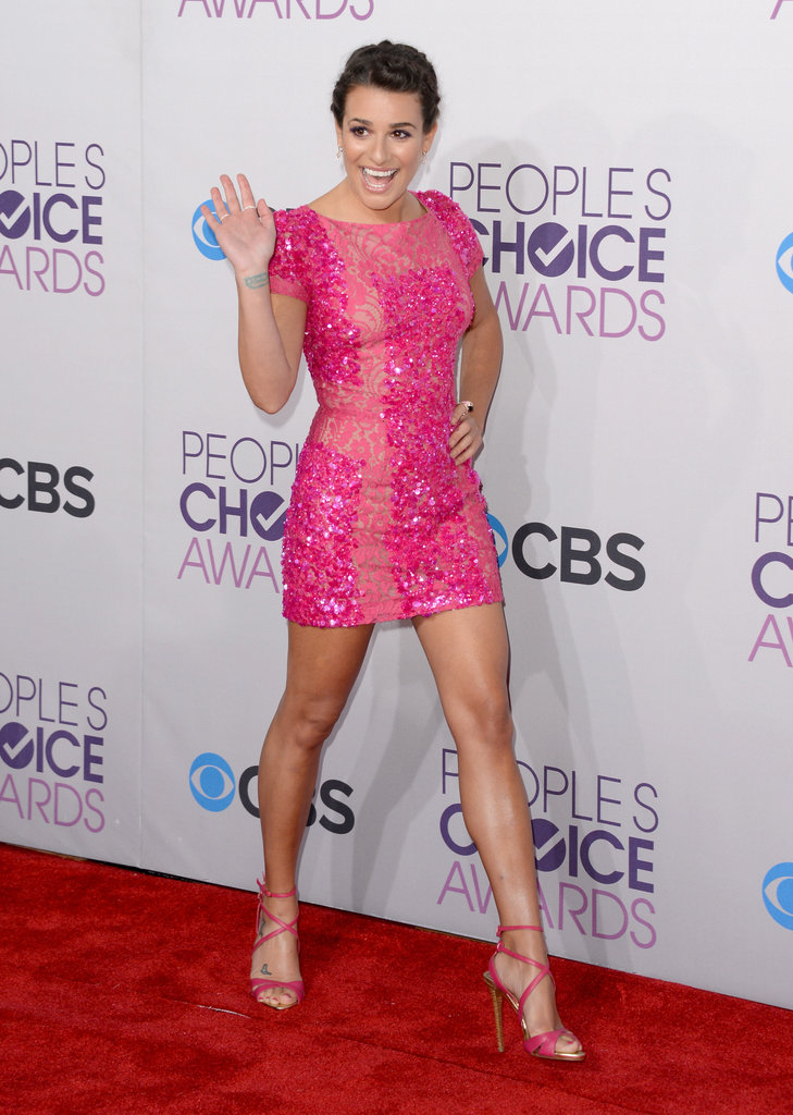 Lea Michele waved on the People's Choice Awards red carpet.
