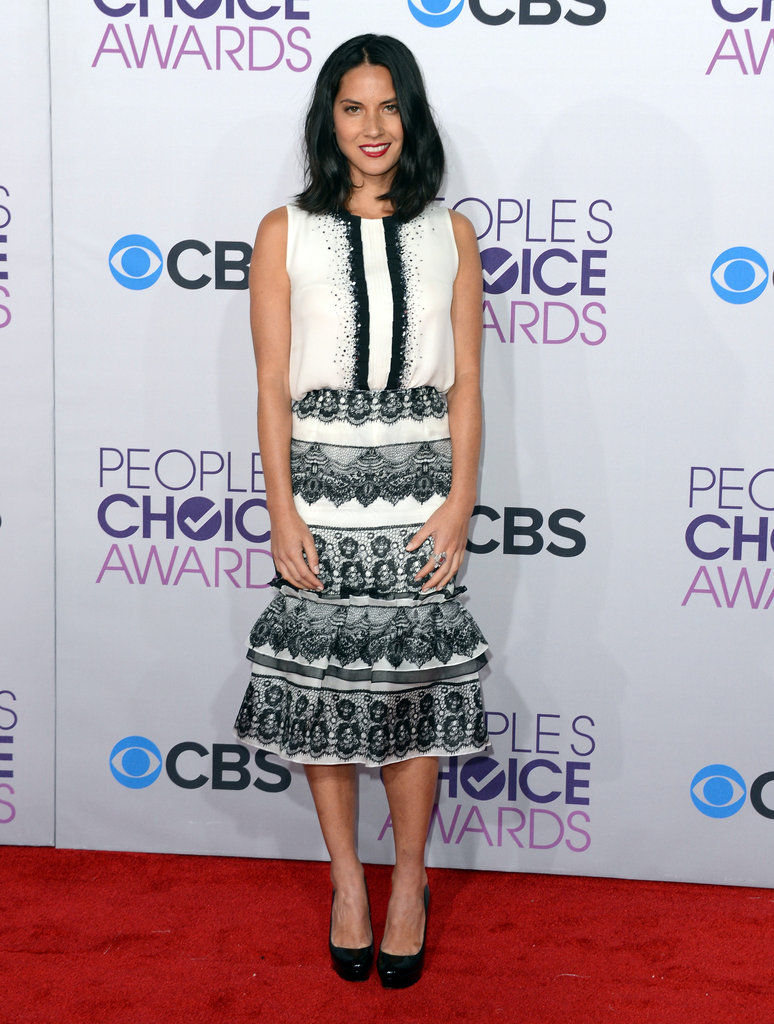 Olivia Munn posed for photos at the People's Choice Awards.