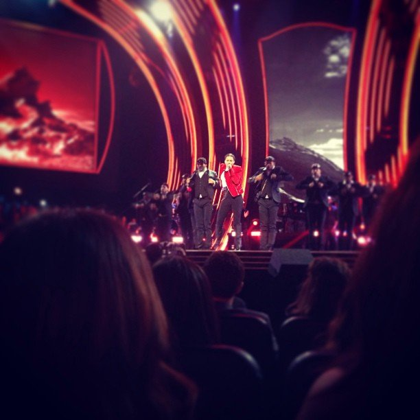 Chloë Moretz had a great view of Alicia Keys's performance at the People's Choice Awards.  Source: Instagram user cmoretz