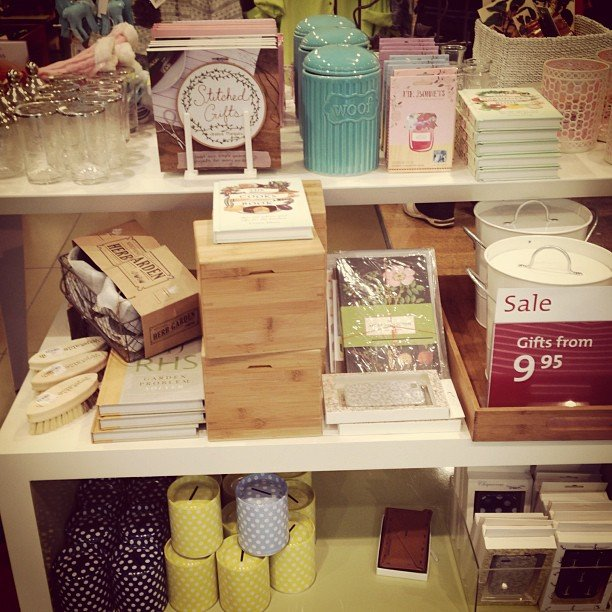 Sussan sells the most amazing gifts. Think retro kitchenware, pastel and neon candles, books, cute cards and vintage homewares.