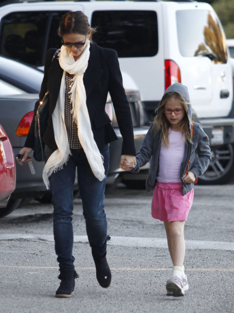 Jennifer Garner and Violet Affleck were hand in hand on the way to the park.