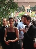 Anne Hathaway, in Giambattista Valli Haute Couture, rushed in alongside Hugh Jackman. Source: Twitter user LOrealParisUSA
