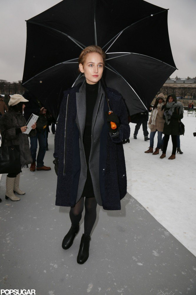 Leelee Sobieski arrived in style under a black umbrella.