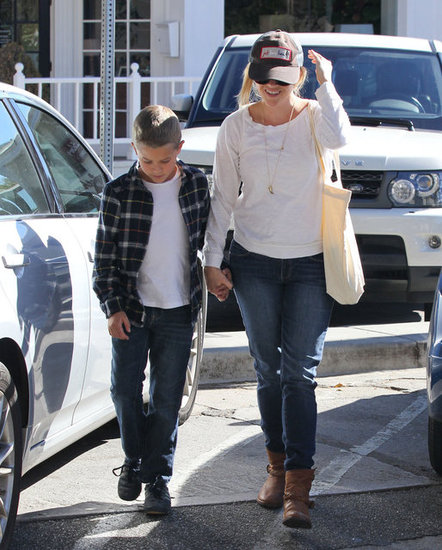 Reese Witherspoon and Deacon Grab Some Grub in Brentwood