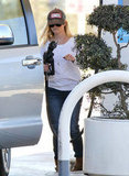 Reese Witherspoon filled up her car with gas.