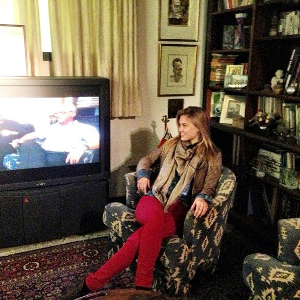 Bar Refaeli watched TV. Source: Instagram user barrefaeli